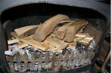 Article  How to lay a fire kindling image 2