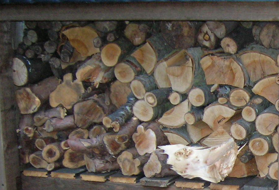 how to store logs